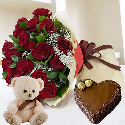 Heart Shaped Cake with Red Roses: Combos Gifts