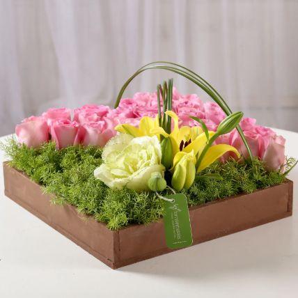 Ravishing Pink Roses Tray Arrangement: Basket Arrangements