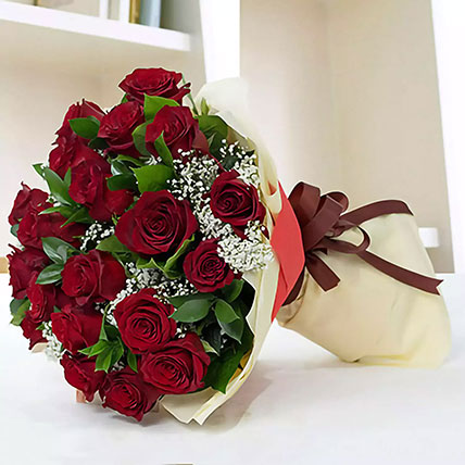 Lovely Red Roses Bouquet: Valentines Day Flowers