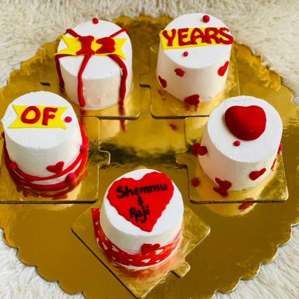 Togetherness Love Fondant Cup Cakes Set of 5: Hug Day Gifts