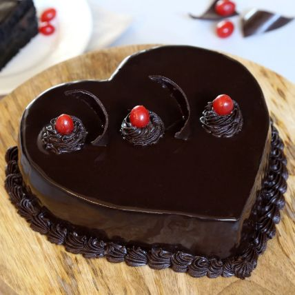Chocolate Truffle Heart Cake: Kiss Day Gifts