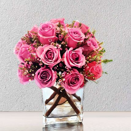 Pink Roses Arrangement: Flower Delivery in Riyadh
