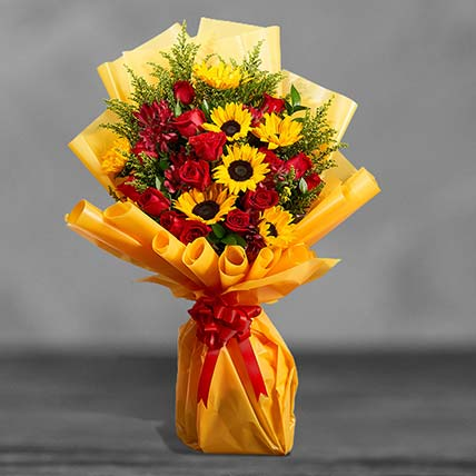 Grand Bouquet Of Roses N Sunflowers: