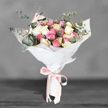 Lovely Mixed Roses Bouquet: Premium Flowers