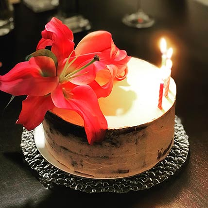 Fresh Floral Chocolate Cake 6 inches Eggless