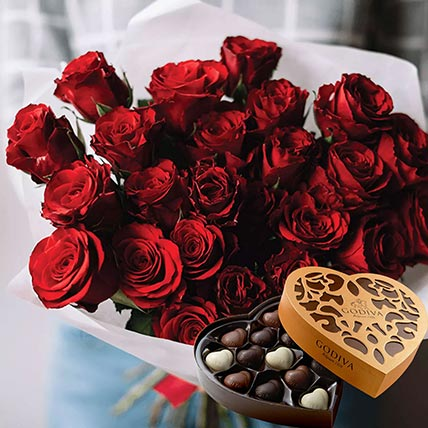Vivid Red Roses Bunch & Godiva Chocolates 500 gms
